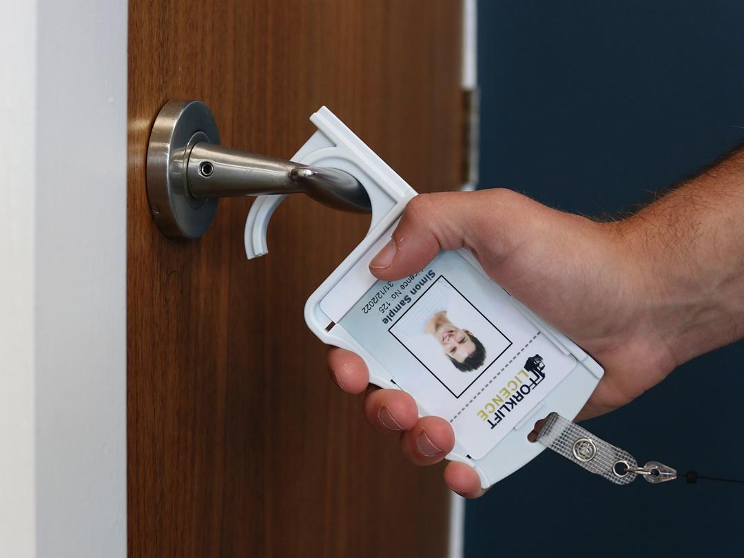 door opening cardholder